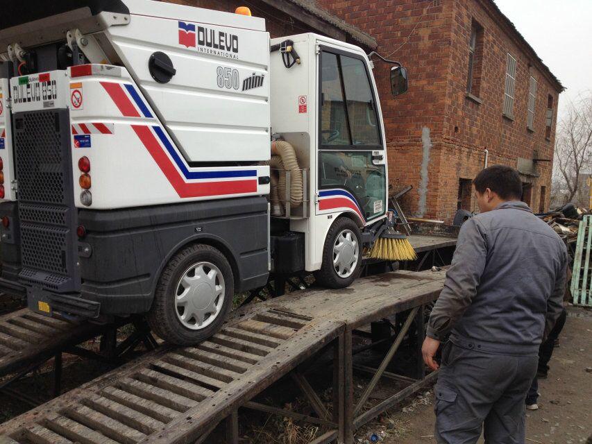 扬州广陵区环卫所dulevo 850mini扫地车维修现场